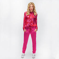 Strenesse Seidenbluse oder Jogg-Pants Rot/Pink - Die stärksten Farben der Saison – und doch keineswegs laut. Strenesse setzt den Rot-Pink-Trend edel um.