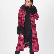 Ainea Bouclé-Mantel - Mehr Trend-Details kann ein Mantel kaum bieten: Bouclé. Karo. Rot/Pink. Lurex. Fake Fur.