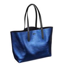 Lacoste Metallic-Wende-Shopper - Angesagtes Metallic-Blue oder klassisch elegantes Schwarz: Der Wende-Shopper von Lacoste, Frankreich.