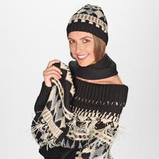 Mütze, Schal und Pulli