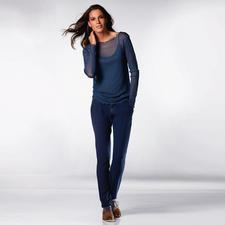 Das edel schimmernde Top aus weich fallendem Seidenjersey ziert auch solo Ihre vorhandenen Blazer und Blusenjacken.