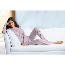 MicroModal® Loungewear-Anzug oder Fleece-Cape - So elegant ist Cosy-Wear nur selten. MicroModal®-Loungewear-Anzug und Fleece-Cape von Cornelie Weiss.