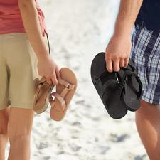 Teva® Damen- oder Herren-Flats - Vom Trecking-Schuh zum edlen Fashion-Flat aus Leder. Von Teva®, dem amerikanischen Outdoor-Spezialisten.