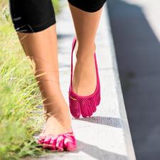 FiveFingers®-Schuhe - So gesund und entspannend wie Barfußlaufen, aber ohne Verletzungen und schmutzige Füße. Ultraleicht und flexibel.