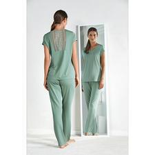 Charmor Couture-Pyjama - Das Couture-Piece unter den Pyjamas. Feminin. Elegant. Traumhaft weich. Seidig fließend. (Und erschwinglich.)