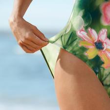 Der sonnendurchlässige SunSelect®-Jersey sorgt für gleichmäßige Bräune.