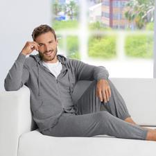John Smedley Feinstrick-Homesuit - Der elegante Gentleman-Homesuit made in England. Aus seltenem 24-Gauge-Merino-Feinstrick. Von John Smedley.
