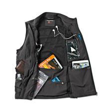 Zusätzlich mit großer Rückentasche für Wanderkarte oder Stadtplan und kleinem Reißverschlussfach fürs Parkticket.