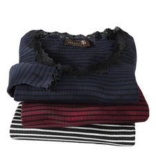 Rosemunde Copenhagen Ringel-Spitzenshirt - Luxuriöser Seiden-Jersey. Feminine Spitze und Wellensäume. Die Edel-Variante des geringelten Basic-Shirts.