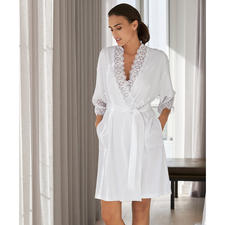 Rösch Spitzen-Kimono - Die leichte, feminine Alternative zum Bademantel vom deutschen Nacht- und Loungewear-Spezialisten.