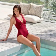 Iodus Badeanzug Marilyn - Schlicht unifarben, aber alles andere als langweilig: Raffiniert elegante Bademode von Iodus, Paris.