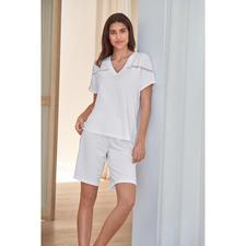 Pluto Shorty-Pyjama Clean-Chic - Viel eleganter als übliche Shorty-Pyjamas: die Clean-Chic-Alternative von Pluto/Belgien.