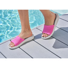 Crocs™ LiteRide™ Damen-Badeschuhe - Aus sehr guten Crocs™ wurden noch bessere Crocs™. Die neue LiteRide™-Kollektion ist 40 % weicher, 25 % leichter, und … und … und.