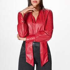 Pinko Lederlook-Blusenbody - Lederblusen-Trend in seiner femininsten Form: der rote Blusen-Body aus supersoftem Fake-Leder. Von Pinko.