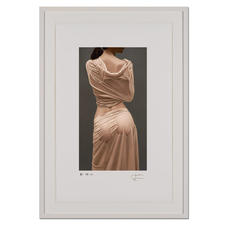 Willi Kissmer – Seide - Willi Kissmers handgefertigte Prägedrucke auf 310-g-Büttenpapier.  (Seine ersten beiden Grafikeditionen waren nach 3 Wochen ausverkauft.) Maße: gerahmt 63 x 89,5 cm