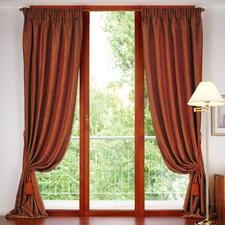 """Vorhang """"Honolulu"""", 1 Vorhang - In den typischen Rot-Tönen ist das traditionelle Paisley-Dessin am schönsten."""