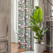 Vorhang Flamingo Botanico - 1 Stück - Zweifach trendgerecht: Flamingos und Botanik, vereint im Exklusiv-Dessin von Carlucci di Chivasso.
