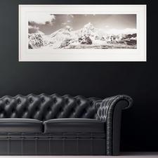 Mit 140,5 x 65 cm eine ideale Größe über Sideboards und Sofas.