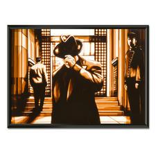 Max Zorn – It has been a while - Max Zorn: Unfassbar, dass seine Originale ausschließlich aus Klebeband bestehen. Ausdrucksstarke Reproduktion auf Acrylglas – einzigartig präsentiert in einem beleuchteten, kabellosen Objektrahmen. Erste Edition mit 20 Exemplaren. Maße: gerahmt 89 x 64 cm