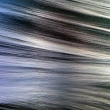 Die Aluminiumplatte lässt die Wellen unterschiedlich changieren.