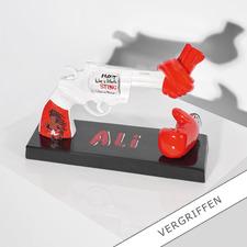 """Carl Fredrik Reuterswärd / Muhammad Ali – Knotted Gun - Punch for Peace - Carl Fredrik Reuterswärd: Der Bildhauer des Friedens.  """"Knotted Gun"""" – das Monument des Gewaltverzichts in einer Interpretation von Muhammad Ali. 499 Exemplare."""