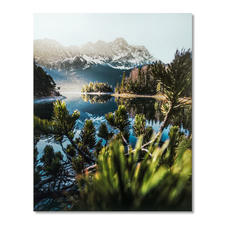 Marcel Siebert – Eibglow - Marcel Siebert: Pure Fotokunst – ohne Templates und Filter. Einer der aufstrebendsten Instagrammer 2019 feiert sein Editions-Debüt. Exklusiv bei Pro-Idee. Maße: 100 x 125 cm