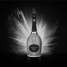 Champagne Laurent Perrier Grand Siecle in Robe, Frankreich - Der Champagner im strahlenden Festgewand: Grand Siècle rekonstruiert den perfekten Jahrgang.