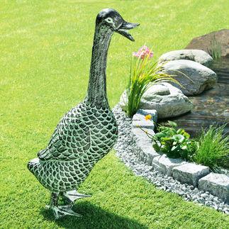 """Gartenskulptur """"Ente"""" Aus wetterfestem Aluminium. Lebensgroß und mit wunderschöner Patina: ganzjährig ein eleganter Blickfang."""