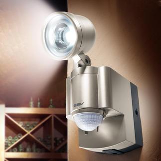Batterie-LED-Strahler Erleuchtet dunkle Ecken ohne Stromanschluss. Und ohne Lichtschalter – einfach per Bewegungssensor.