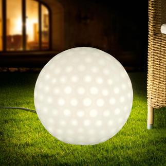 Golfball-Leuchte Im Rotationsverfahren nahtlos gefertigt: Witterungsbeständig. Frostfest. Und ebenmäßig schön.