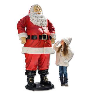 Santa 1,88 Meter groß und wetterfest. Lässt Kinderaugen strahlen. Und zieht alle Blicke auf sich.