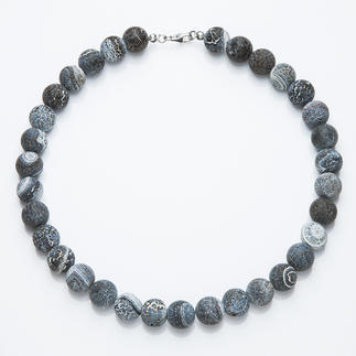 Achat-Collier Jedes dieser Colliers ist einzigartig: graublaue Achate mit ganz individueller Ätz-Struktur.