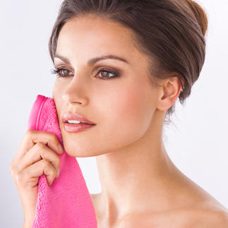 Makeup Eraser® Make-up-Entfernung: nur mit Wasser, ohne Chemie. Feinste Mikrofaser trägt das Kosmetik-Öl einfach ab.