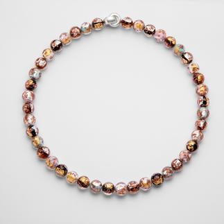 Murano-Perlencollier Venezianische Pracht: Schimmerndes Gold und Silber, eingefangen von edlen Perlen aus Murano-Glas.