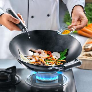 """Antihaft-Wok aus Karbonstahl Mitentwickelt vom berühmten """"Master of Asian Cooking"""", Ken Hom. Ideal für ein authentisches Kocherlebnis."""