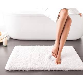 Wolkenweich-Badteppich Zusätzlich zum 2 cm hohen Flor aus Baumwollfasern hat der weiche Teppich eine 1,5 cm dicke Einlage aus visco-elastischem Schaumstoff.