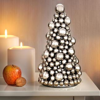 Kugel-Weihnachtsbaum Ein Tannenbaum aus prachtvoll silberglänzenden kleinen und großen Kugeln.