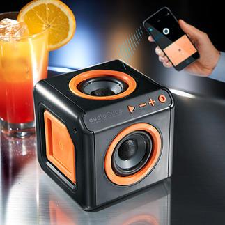 360°-Bluetooth-Lautsprecher Das kompakte 360°-Klangwunder. Mit 4 Rundum-Lautsprechern. Ohne Netzstrom bis zu 10 Stunden Musik nonstop.