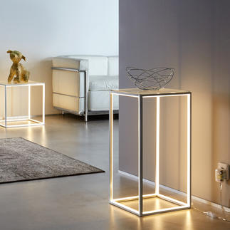 Lichtstreben-Tisch Eingelassene LED-Lichtleisten konturieren effektvoll die offene Aluminium-Konstruktion.