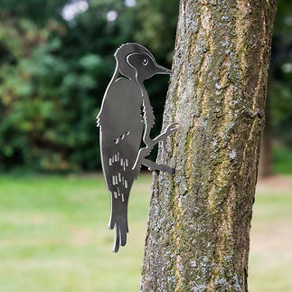 Kontur-Vögel Einst schlichter Stamm oder Holzpfosten. Jetzt Blickfang in Ihrem Garten.
