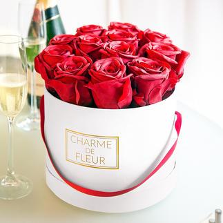 """""""Charme de Fleur"""" Rosen-Geschenkbox Der neue Trend Blumenpräsente: zwölf naturgetreue, rote Rosen in stylisher Box. Zum Schwärmen schöne Blütenpracht ohne aufwändige Pflege."""