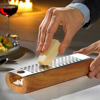 Design-Käsereibe Die bessere (und schönere) Art, Käse zu reiben: krümelfrei und servierfertig.
