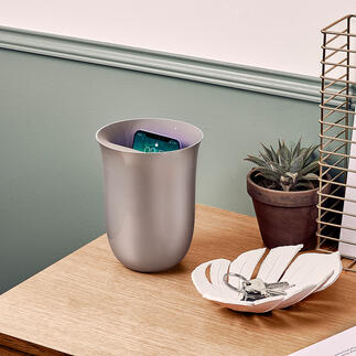 Qi-Lade-/Desinfektions-Station Dekorativ wie eine Vase. Dabei moderne Qi-Ladestation und UV-Sterilisator zugleich.