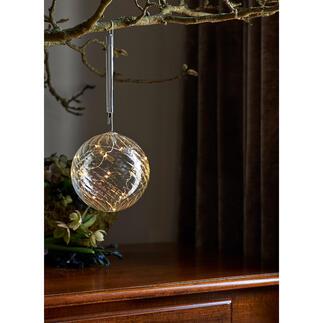 Glaskugel mit Mikro-LEDs Sternenstaubfeiner Lichterzauber – hochaktuell in getöntem Glas.