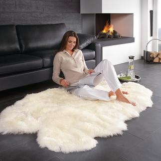 Lammfell-Teppich Der Teppich aus feinstem Neuseeland Lammfell: ein Traum für kuschelige Stunden am Kamin.