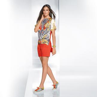 Versace Collection Shorts oder Seiden-Print-Shirt Opulentes Druckdessin trifft auf Orange. Perfekter aufeinander abgestimmt kann eine Trend-Kombi kaum sein.