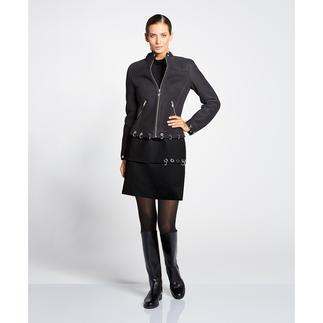 Versace Collection Lammfell-Bikerjacke Rockig geschmückt, aber nicht überladen. Versaces Lammfell-Bikerjacke ist heute Trend. Und morgen ein Klassiker.