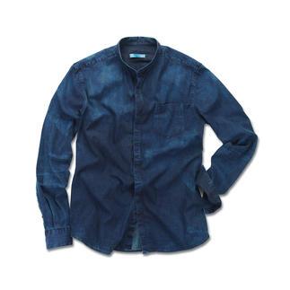 Pierre Balmain Clean-Denim-Hemd oder -Jeans Angesagt dark und clean, aber überraschend soft: Pierre Balmains aktuelle Denim-Hits.