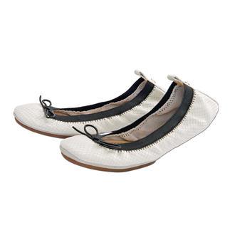 """Yosi Ballerinas """"Snake"""" Angesagte Snake-Optik. Schwarz/Weiß. Trend-Update für die """"fold-up flats"""" von Yosi Samra."""