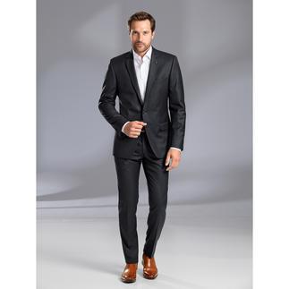 Lagerfeld Undercover-Karoanzug Lagerfeld zeigt, wie elegant ein karierter Anzug sein kann.